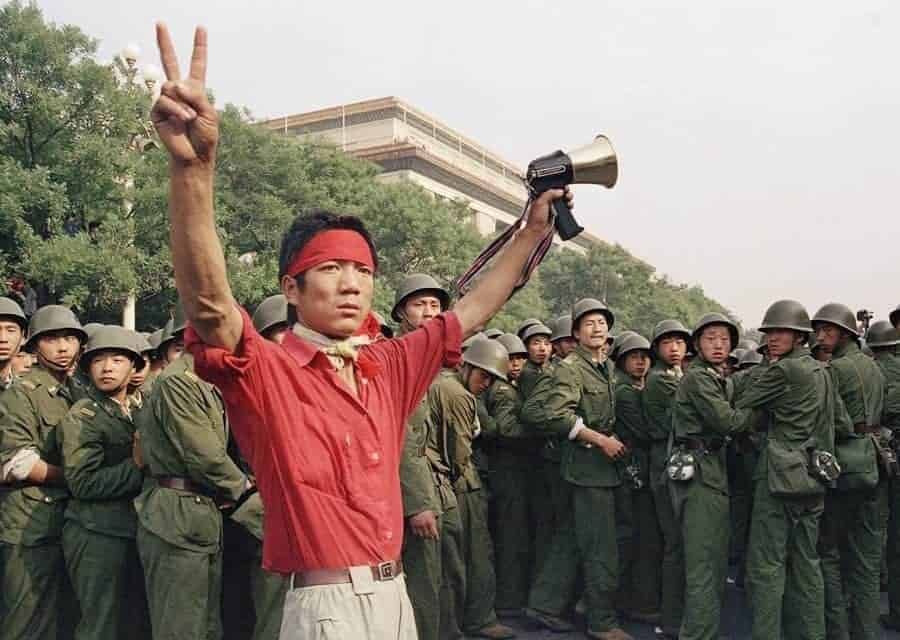 35 Photos of the Courageous Protestors and the Brutal Government Oppression at Tiananmen Square